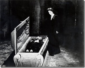 opening-of-vampire-coffin