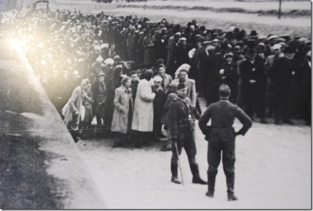 People-arriving-at-Auschwitz